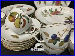 24 Piece Set Perfect Royal Worcester Evesham Gold Service For 6